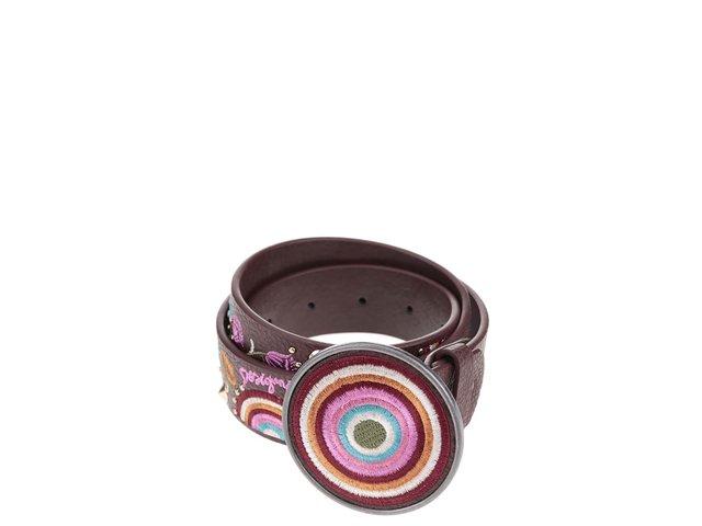Hnědý pásek s barevnými vzory a kulatou přezkou Desigual