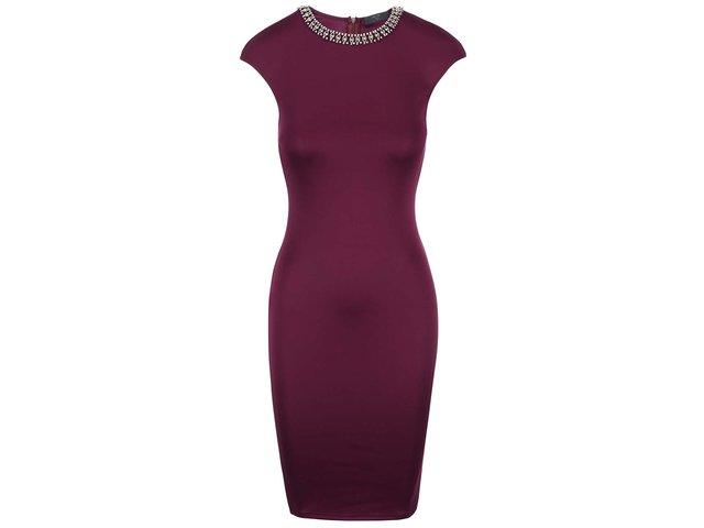 Fialové přiléhavé šaty s ozdobným výstřihem AX Paris