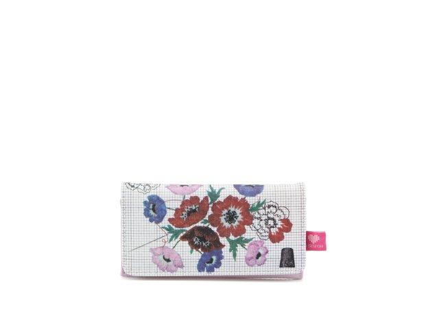 Květovaná peněženka s krejčovským motivem Disaster & Sew On