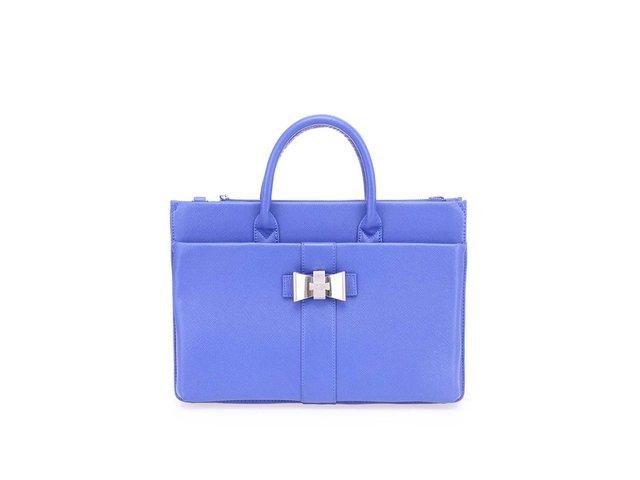 Modrá kabelka s ozdobnou sponou ve tvaru mašle LYDC