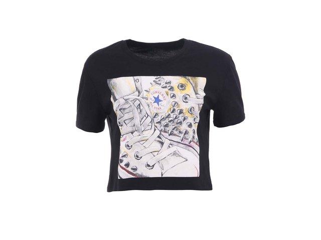 Černé kratší dámské tričko s potiskem tenisek Converse