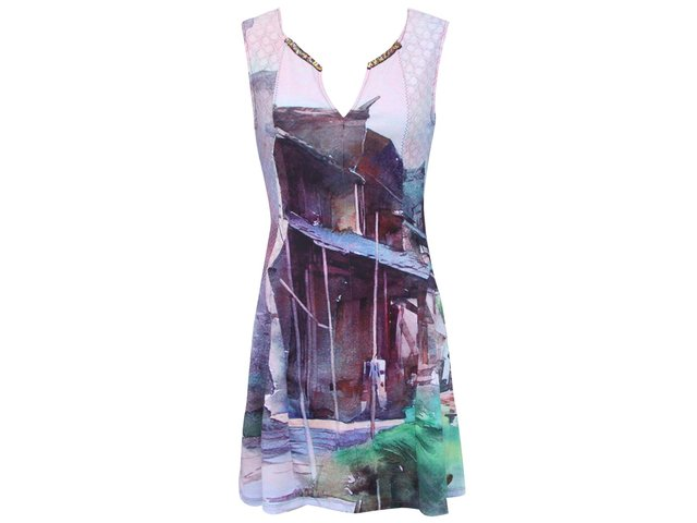 Fialové šaty s véčkovým výstřihem a barevným potiskem Culito from Spain