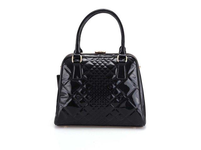 Černá prošívaná lakovaná kabelka Gessy