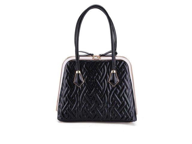 Černá lesklá kabelka s plastickým povrchem Gessy