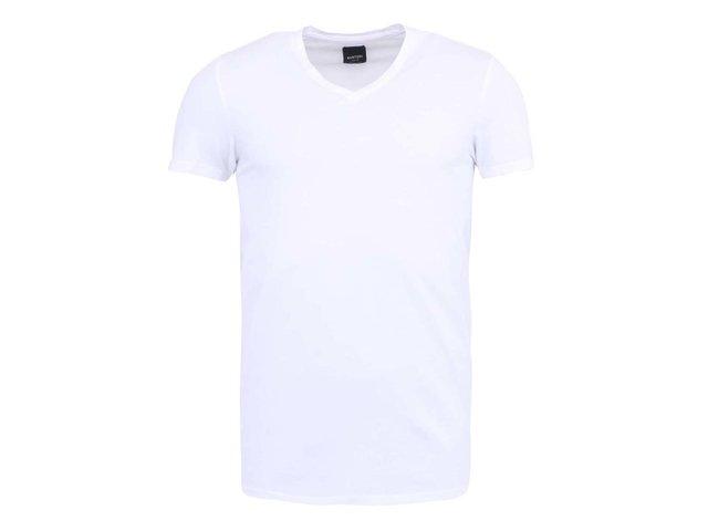 Bílé triko s výstřihem do