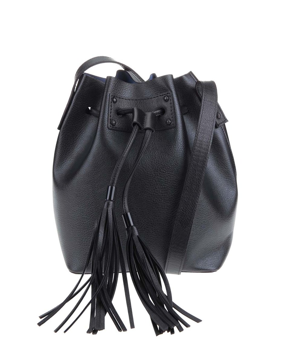 Černá kabelka přes rameno s ozdobnou třásní Pieces Cilla