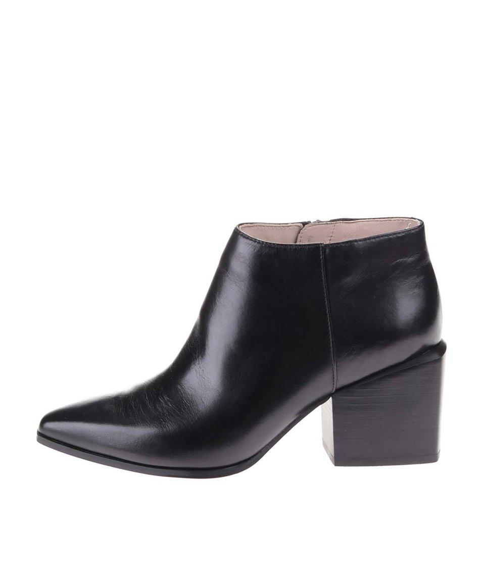 Černé kožené kotníkové boty na podpatku Clarks Amaline Art