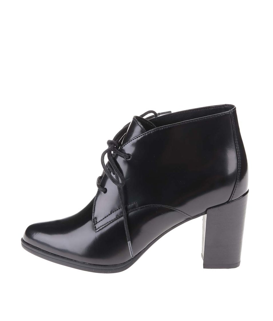 Černé kožené kotníkové boty na podpatku Clarks Kadri Alexa