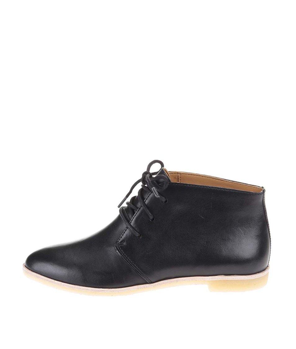 Černé dámské kožené kotníkové boty Clarks Phenia Desert