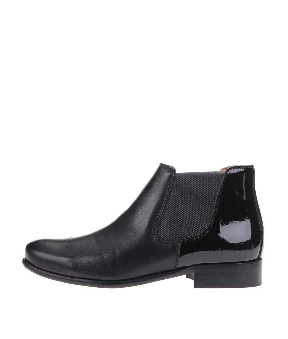 Černé kožené chelsea boty s lesklou patou OJJU