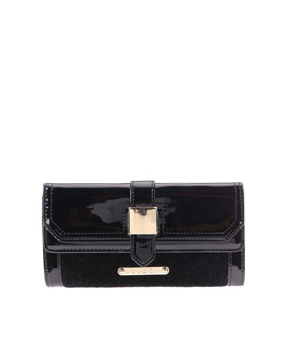 Černá lesklá peněženka s umělou kožešinou LYDC
