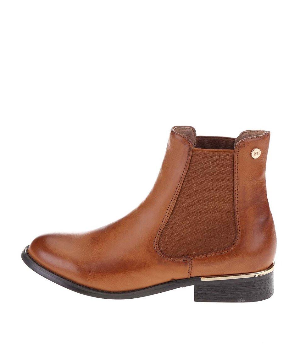 Hnědé chelsea boty s detaily ve zlaté barvě  Xti