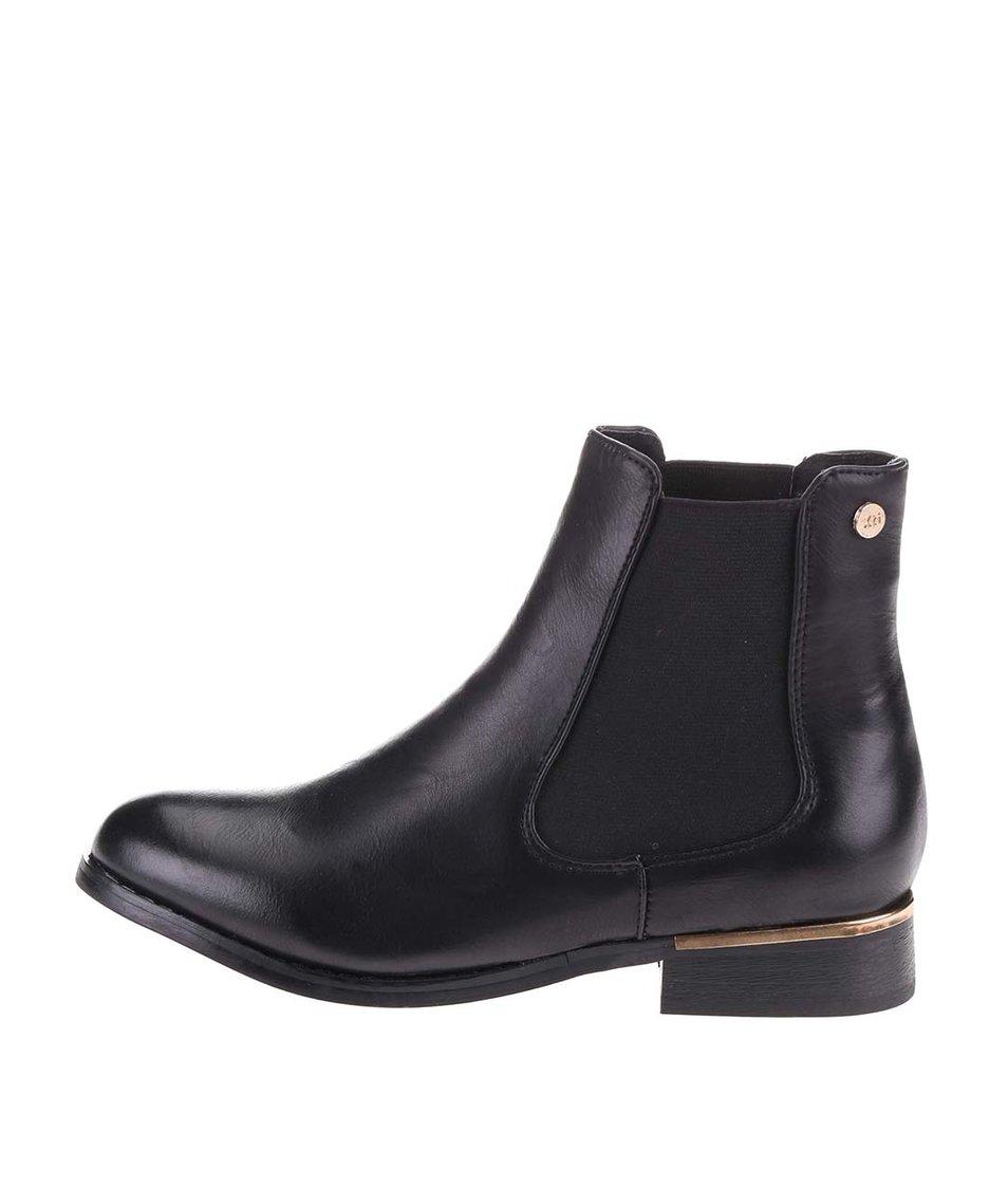 Černé chelsea boty s detaily ve zlaté barvě  Xti