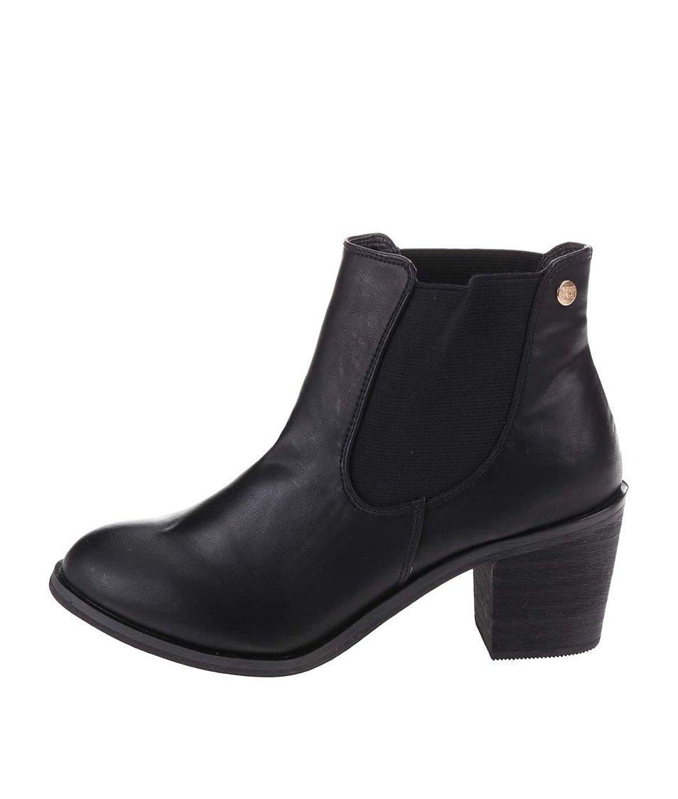 Černé chelsea boty na podpatku  Xti