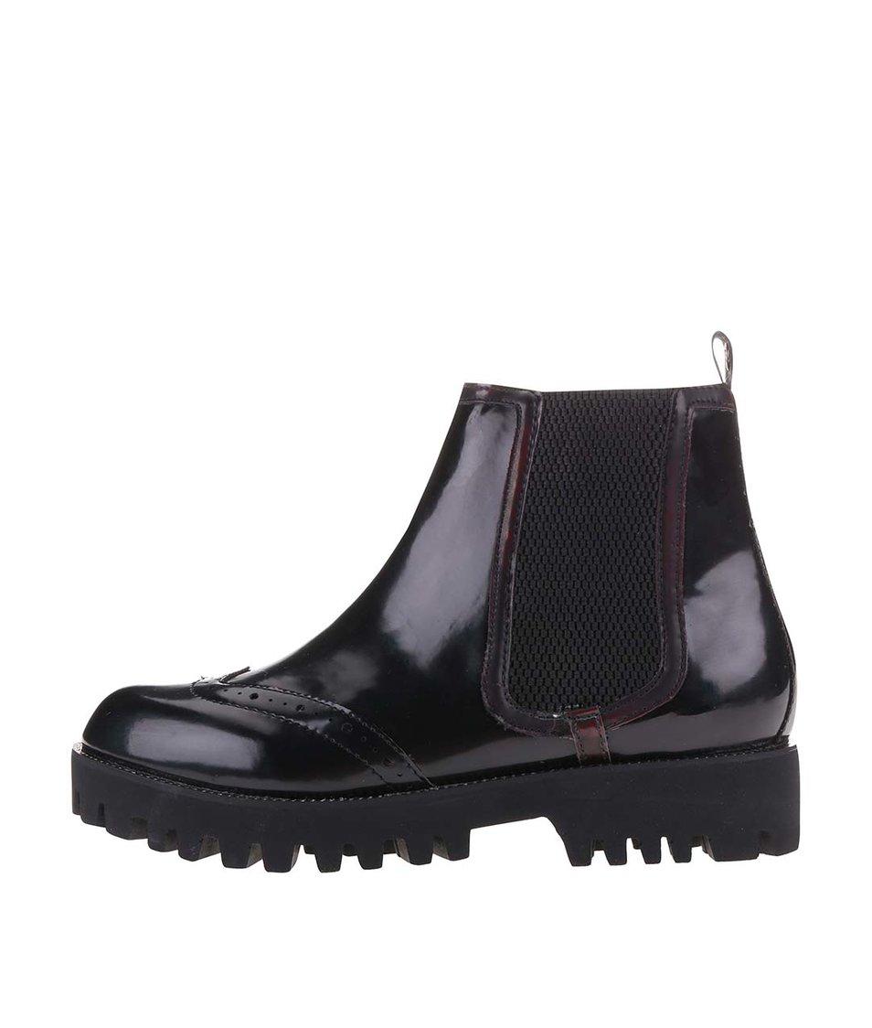 Černé dámské kotníkové boty s výraznou podrážkou Bullboxer