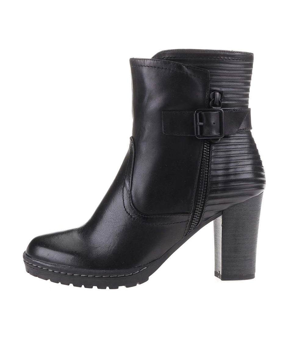 Černé dámské kožené boty na nízké platformě s.Oliver