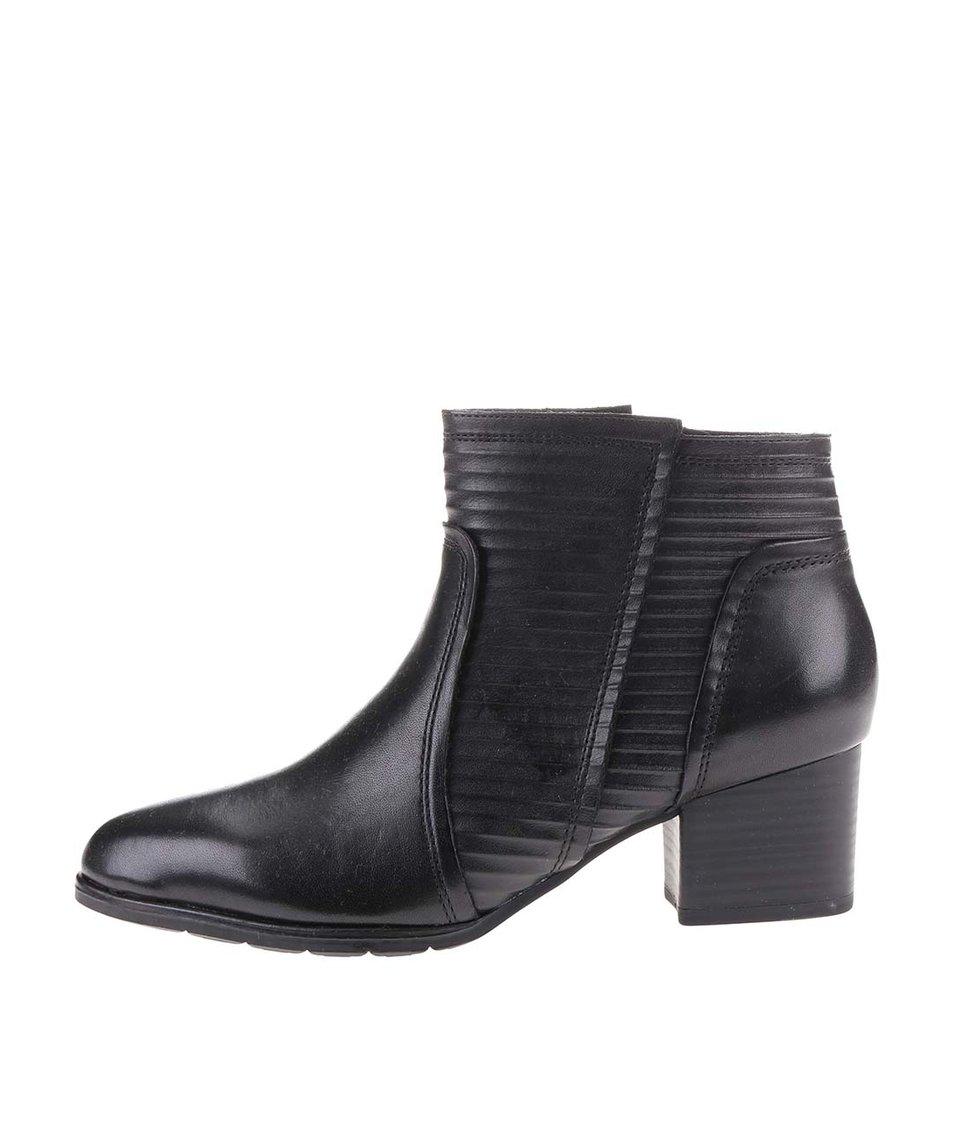 Černé dámské kožené kotníkové boty s texturou s.Oliver