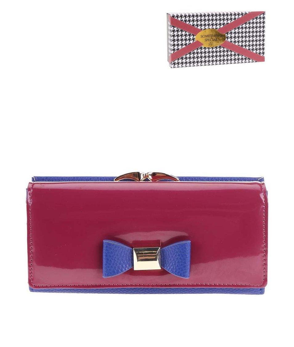 Tmavě růžová peněženka s modrou mašlí Something Special by Moon