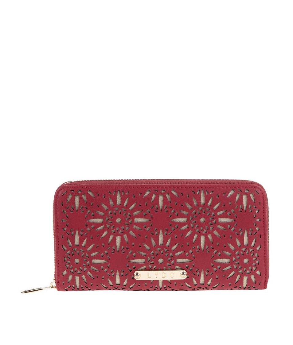 Červená peněženka se vzory v zlaté barvě LYDC