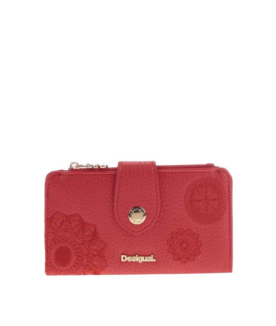 Červená peněženka se vzory Desigual Basic