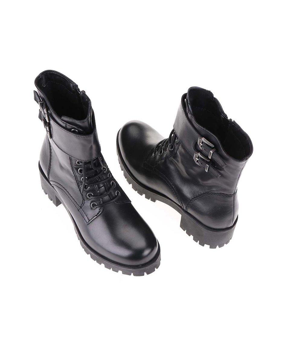 Černé kožené kotníkové boty s výraznou podrážkou Tamaris