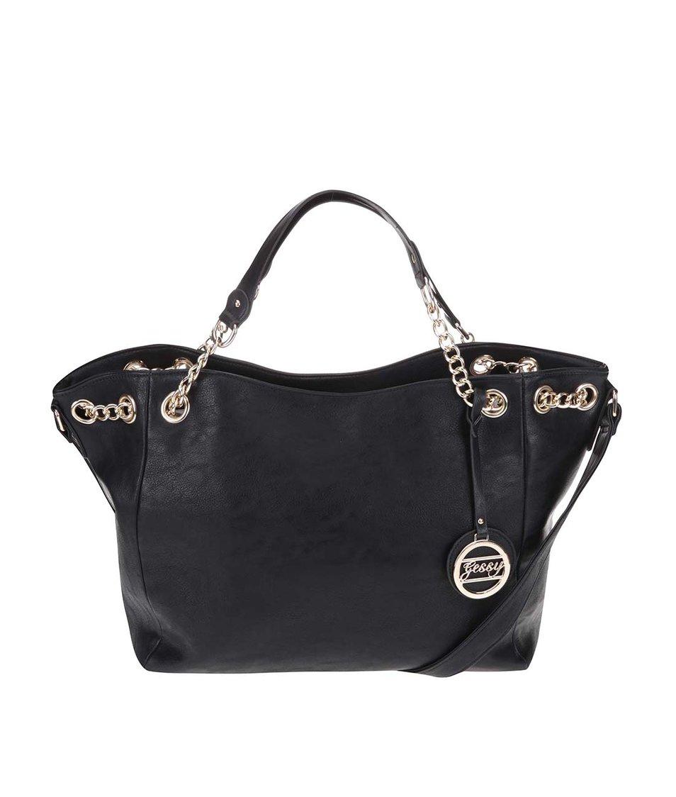 Černá větší kabelka s ozdobným přívěskem Gessy
