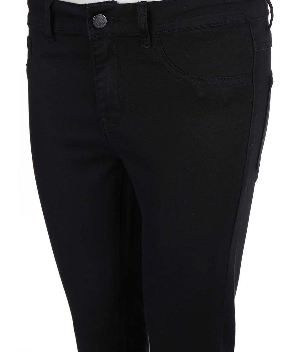Černé kratší slim džíny s děrovanými koleny VILA Commit - Akční cena ... 860b4ed9d7