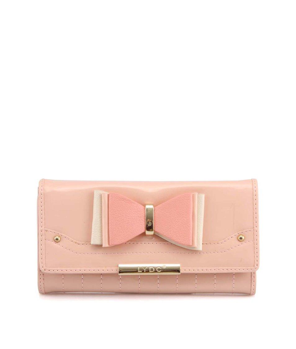 Pastelově růžová lesklá peněženka s mašličkou LYDC