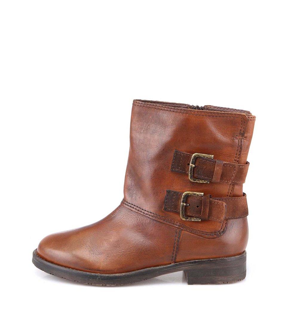 Hnědé kožené boty s přezkami Tamaris