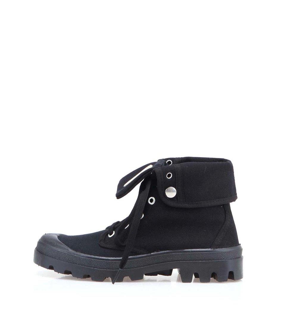 Černé boty s výraznou podrážkou Tamaris
