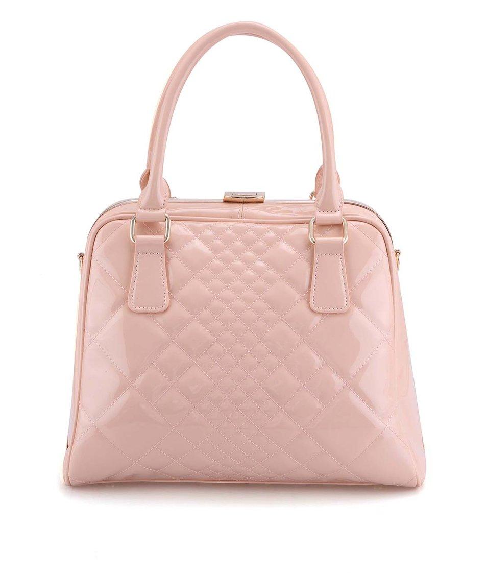 Světle růžová prošívaná lakovaná kabelka Gessy