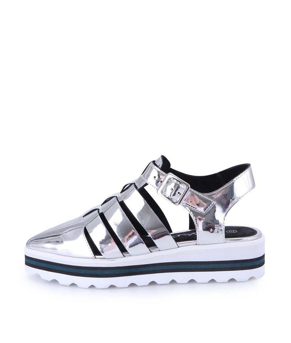 Sandálky ve stříbrné barvě na platformě Sixtyseven