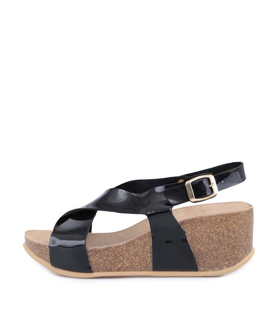 Černé lesklé sandálky na klínku OJJU