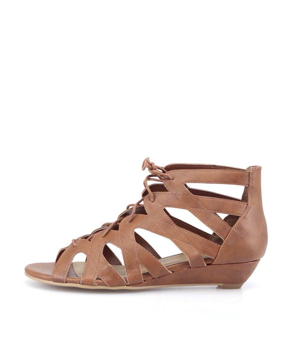 Hnědé sandálky na šněrování New Look