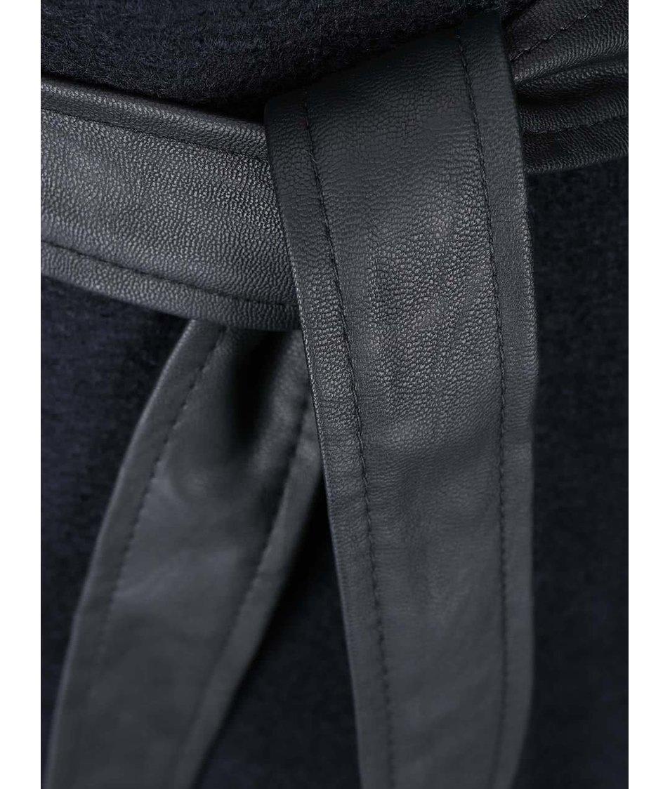 Tmavě modrý kabát s koženkovými rukávy ONLY Lisa
