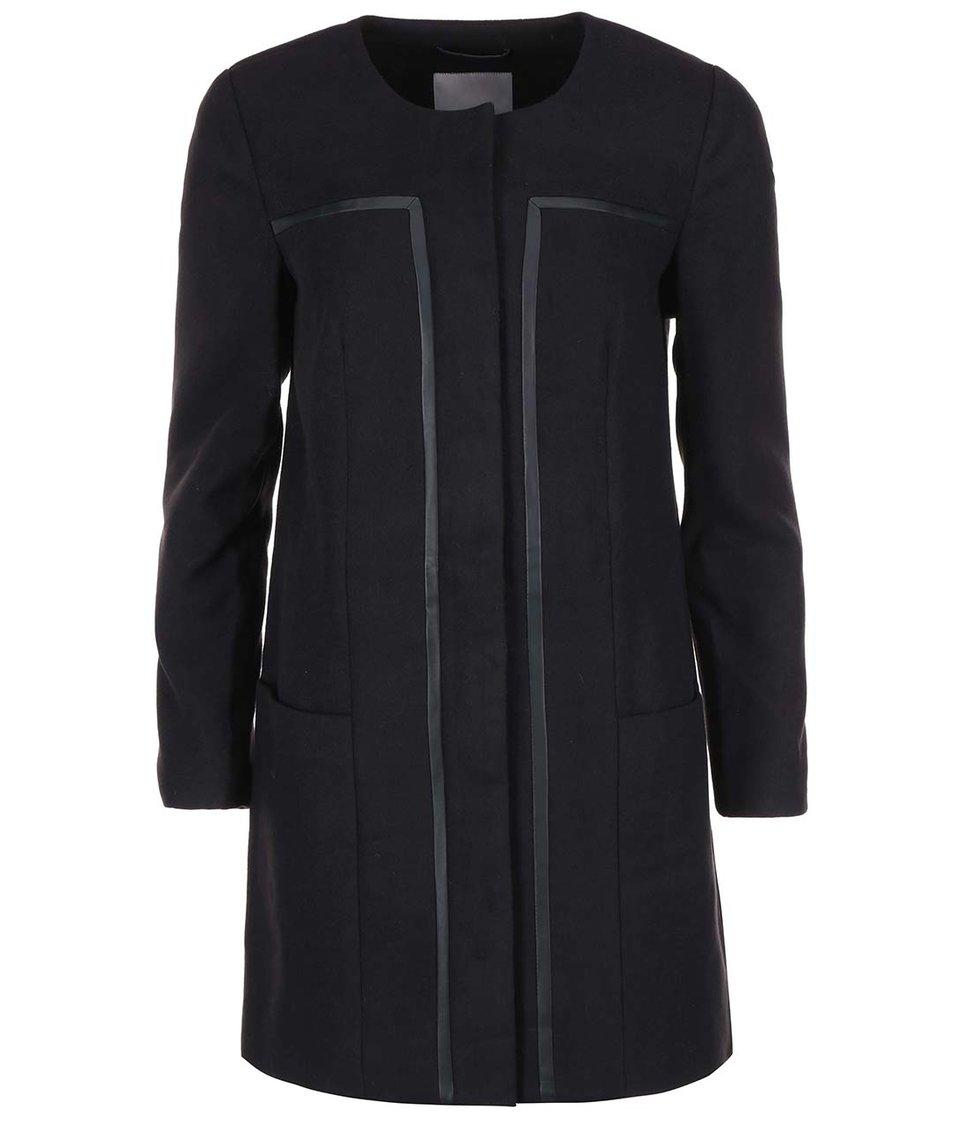 Černý delší kabát Vero Moda Framing