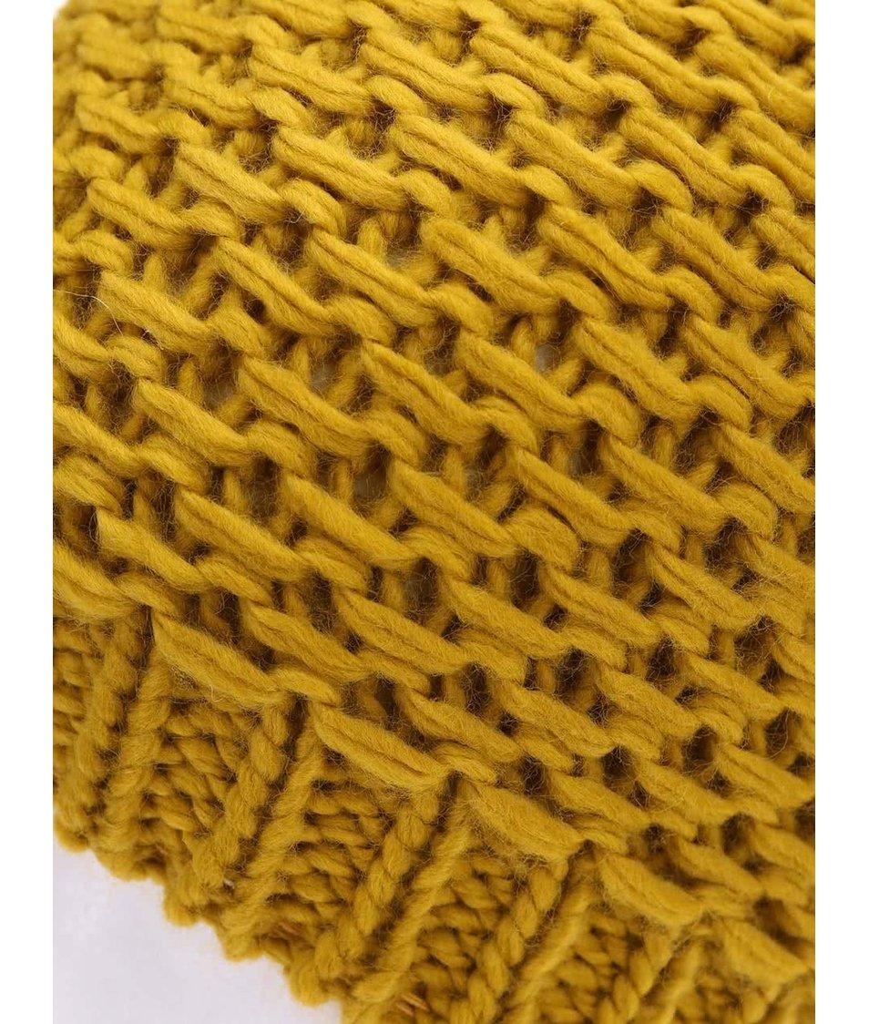 Tmavě žlutá čepice s bambulí Pieces Mansi