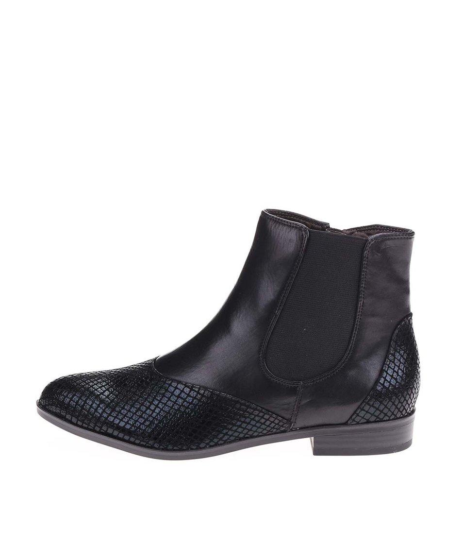 Černé kotníkové kožené boty s hadím printem Tamaris