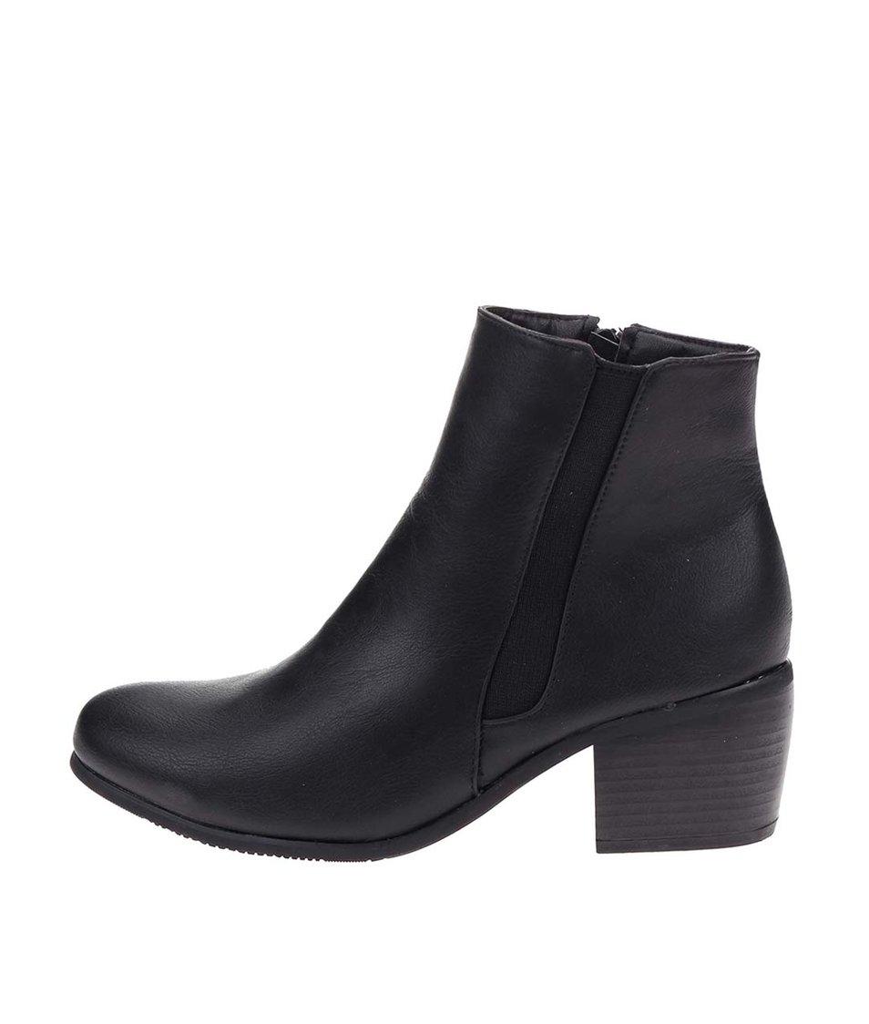 Černé chelsea boty na podpatku Pieces Uma