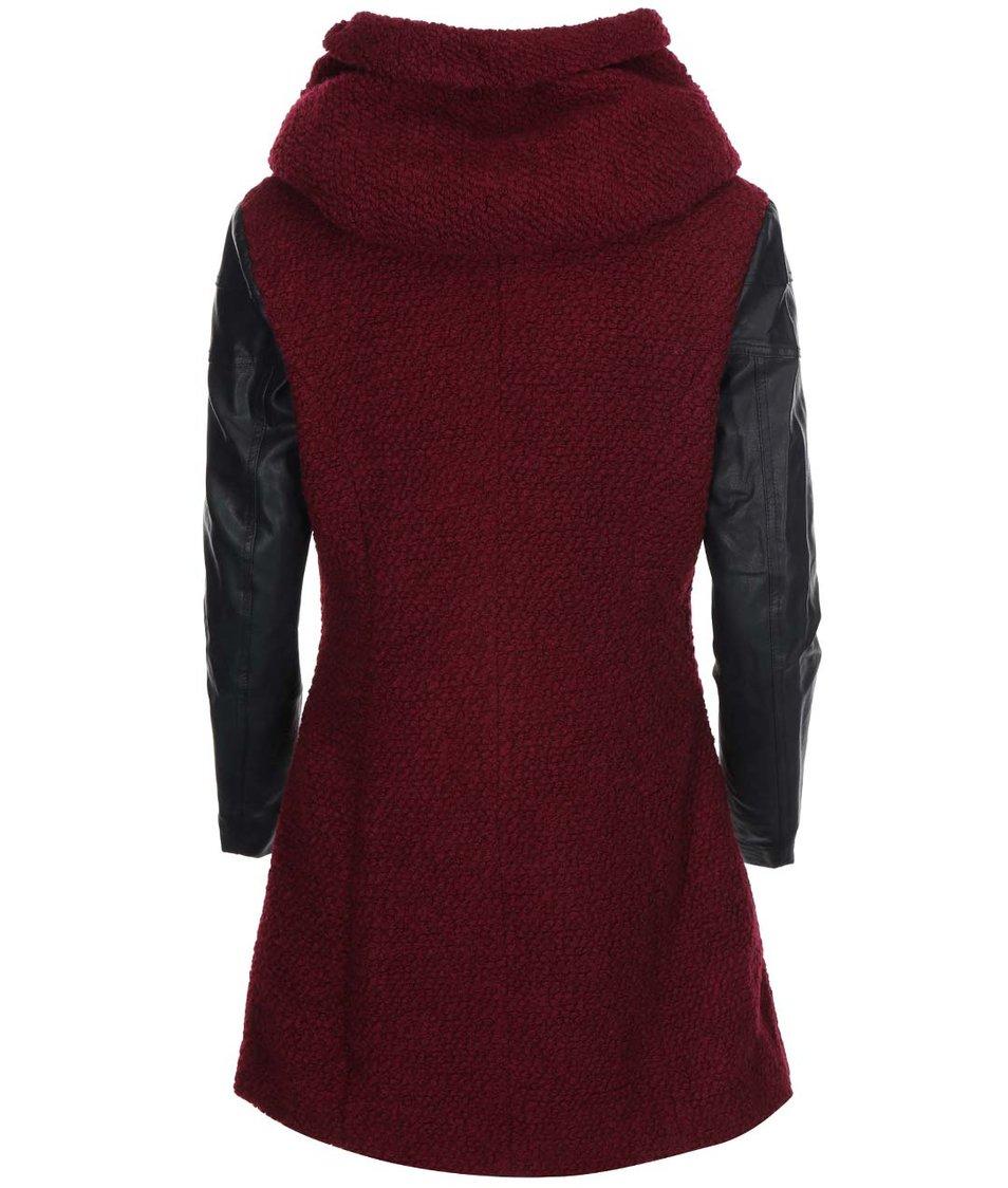 Vínový kabát s koženkovými rukávy ONLY Lisa