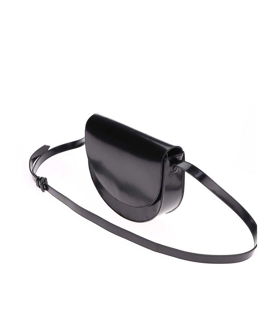 Černá menší kožená kabelka oválného tvaru Vagabond