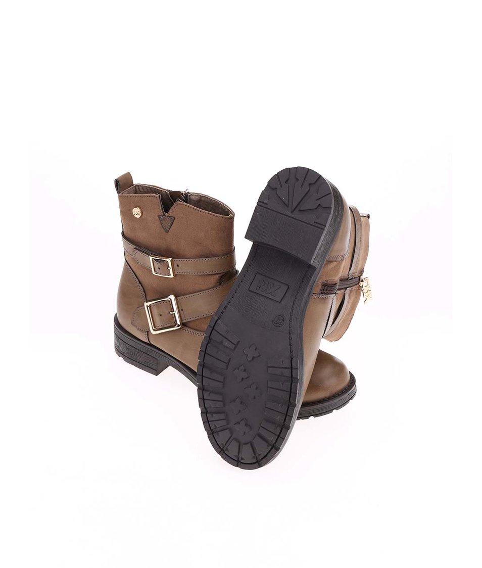 Hnědé kotníkové boty s přezkami Xti