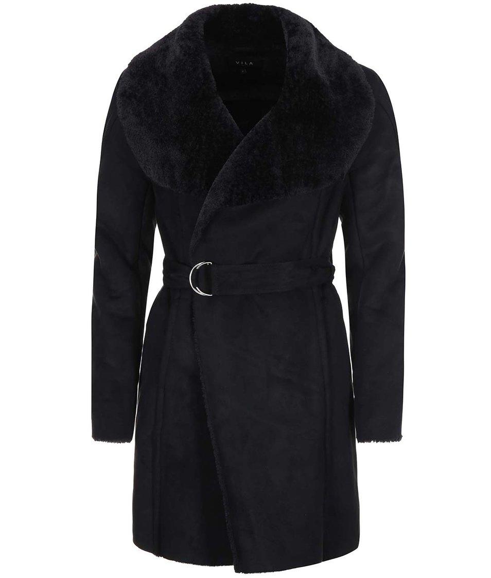 Černý delší kabát s kožíškem VILA Aviate
