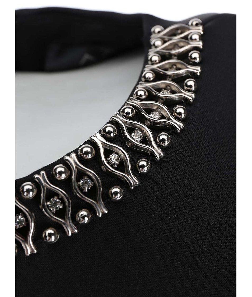 Černé šaty se zdobeným výstřihem AX Paris