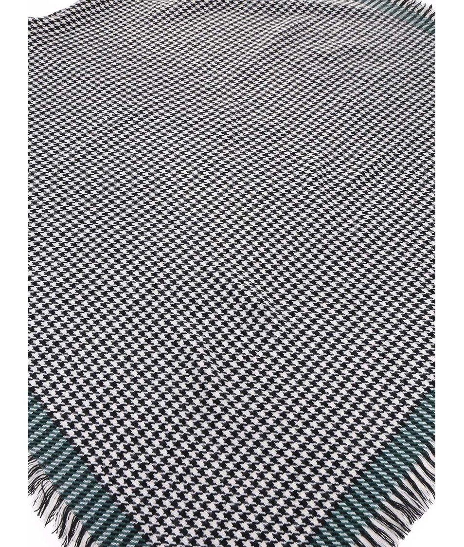 Černo-bílá vzorovaná šála se zeleným okrajem ONLY Sydney