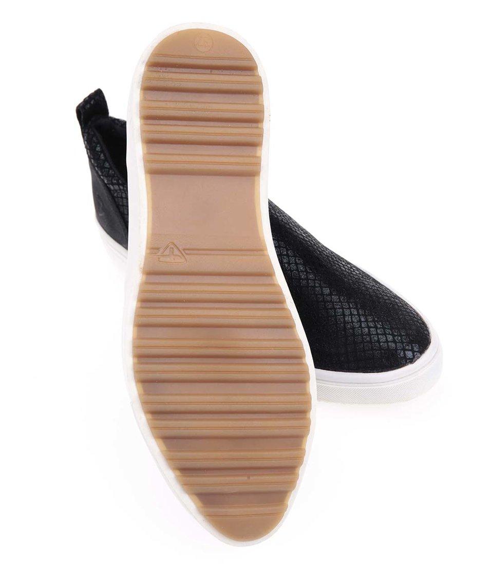 Černé vzorované slip-on tenisky Tamaris