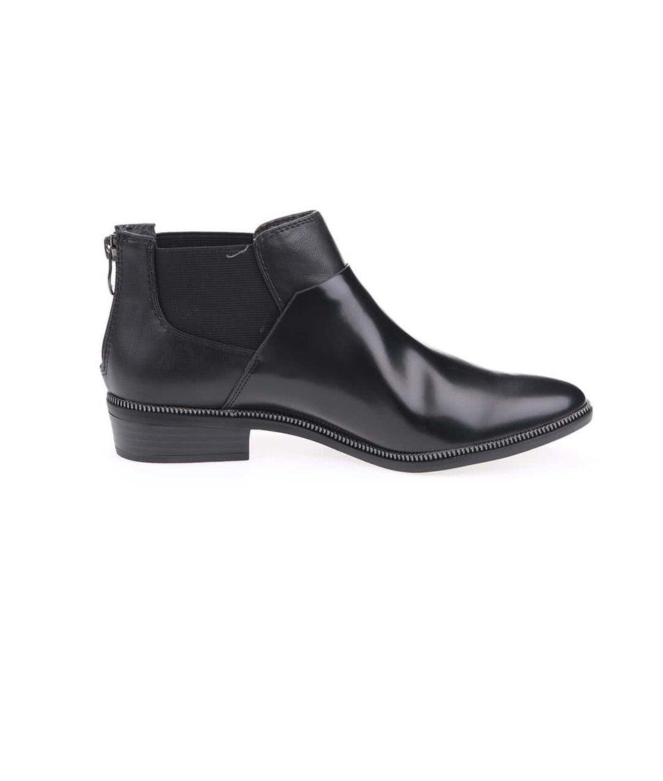 Černé lesklé chelsea boty Tamaris