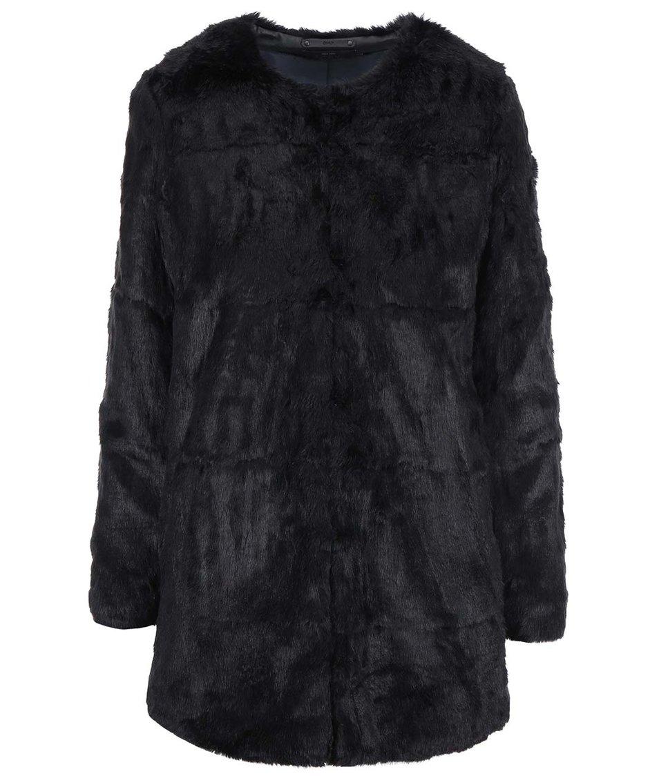 Černý kabát s kožíškem ONLY Banks