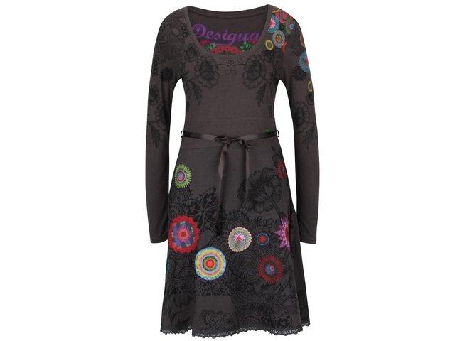 Sivé šaty so stuhou a farebnými ornamentmi Desigual Newa   2318e4e7eb4