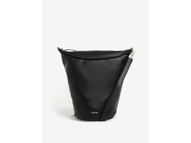 a1a55e10e4c Černá kabelka přes rameno Calvin Klein Jeans Suave. 3359 Kč